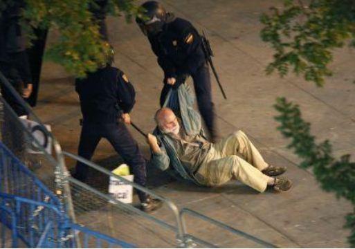 Espagne - Page 7 Violences-c3a0-madrid-hommes-femmes-vieillards