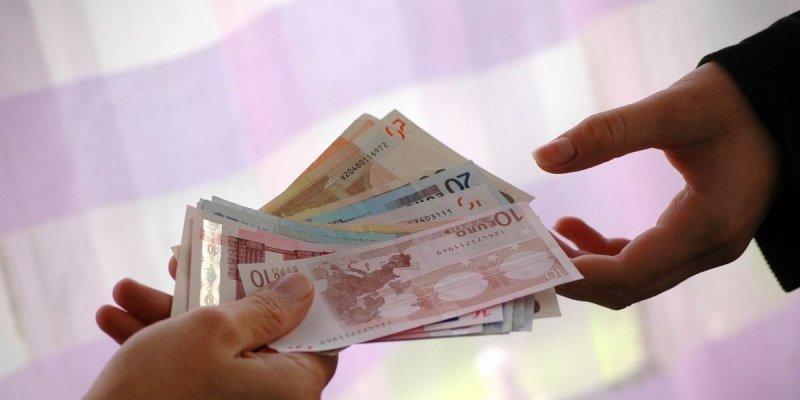 Paiement en liquide le plafond de 300 euros entre en - Plafond pour ne pas payer la taxe d habitation ...