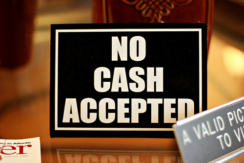 no-cash-accepted-fascisme-bancaire