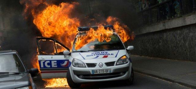 voiture police brulee